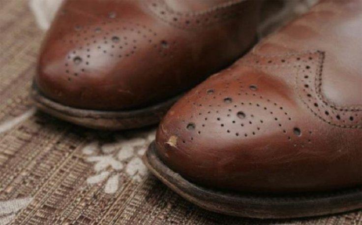 Кожаные сумки, обувь и даже кожаный диван привела в порядок! Теперь царапины на новых туфельках больше не проблема!