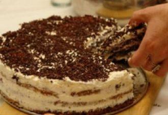 Домашний тортик на скорую руку Печем его уже лет 20. Названия не знаю, можете придумать сами!