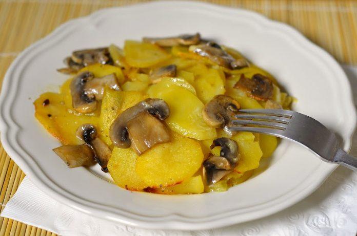 Обалденный картофель с шампиньонами в сметане. На ужин - то что нужно!
