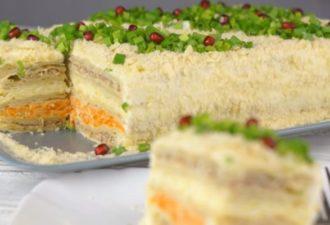 Закусочный торт «Наполеон»: самый вкусный торт-салат на новогодний стол