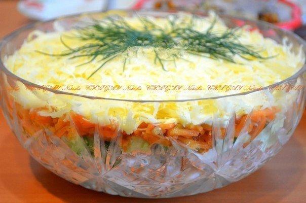Замечательный салат с копченой курицей и корейской морковкой