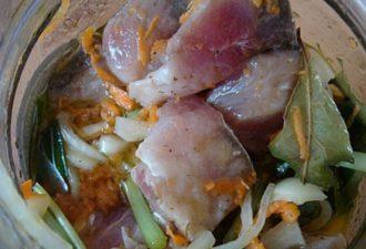 Безупречная закуска к новогоднему столу — маринованный толстолобик