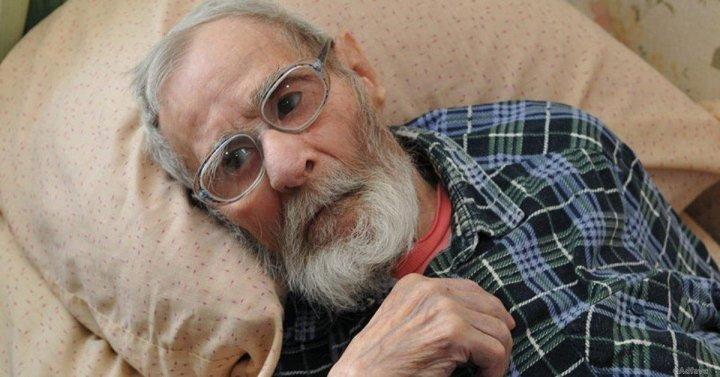 Мужчина сдал отца в дом престарелых. Вернувшись, он онемел от вопроса пятилетнего сына!