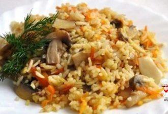 Плов со свининой и грибами. Простое блюдо с довольно необычным сочетанием ингредиентов, а какое вкусное!