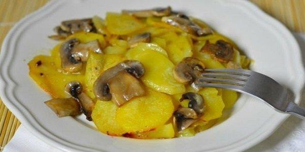 Вкуснотище! Картошка с грибами и чесноком в сливках. Божественно вкусно!