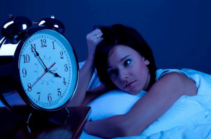 Если вас мучит бессонница, пейте на ночь средство из 3 ингредиентов