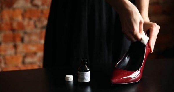 С этими советами Вы легко растяните узкую обувь.