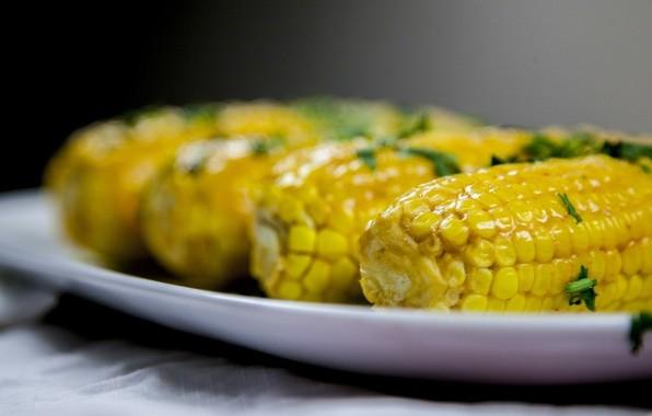 Молодая маринованная кукуруза